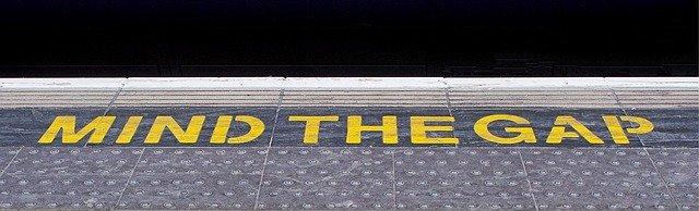 A mind the gap sign